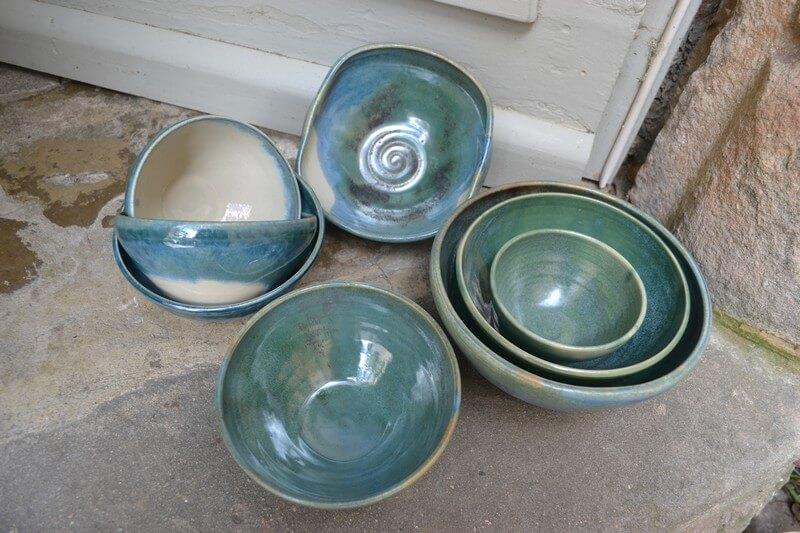 vaisselle gres vert poterie de la rivi re. Black Bedroom Furniture Sets. Home Design Ideas